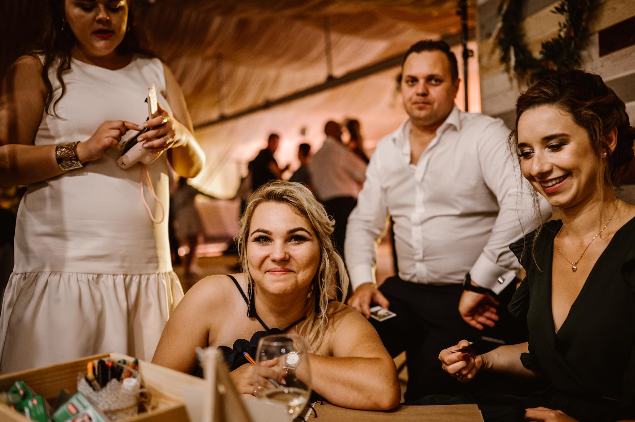 Paulina i Adrian - pod namiotem w Jaśminówce, Studio Fotografii